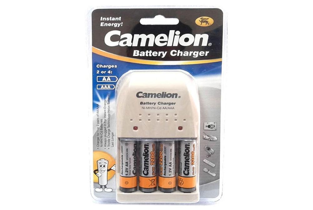 Cargador de pilas Camelion BC-0904SM con 4 Pilas Recargables